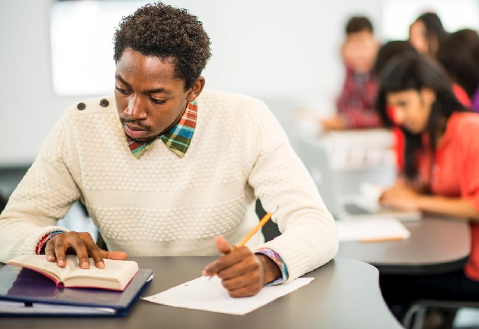 Estudo aponta desigualdade no estudo entre negros e brancos - Anasps
